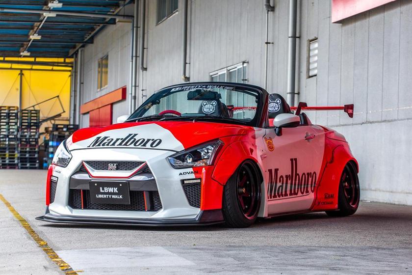 Расширяющиеся крылья от LBW: маленький кабриолет Nissan GT-R стал сенсацией