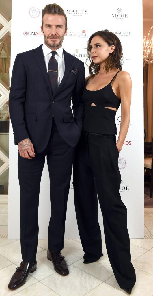 """Виктория Бэкхем выложила видео, в котором """"потроллила"""" мужа: Дэвид вынужден заниматься на велотренажере под песню Spice Girls"""