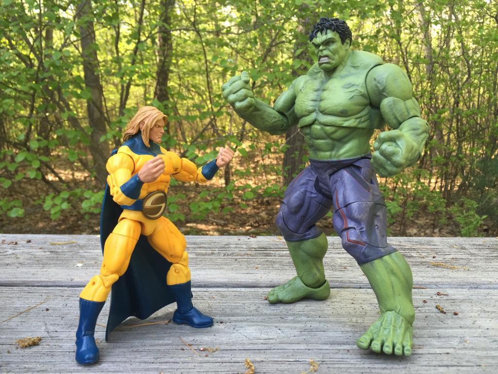 """Кто самый сильный герой """"Марвел""""? Фанаты комиксов спорят, а ответ может показаться не таким уж и очевидным"""