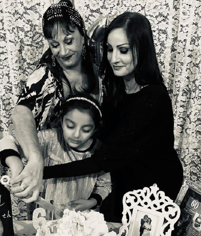 Внучка не смогла пойти на день рождения бабушки, тогда она решила сама устроить необычный праздник