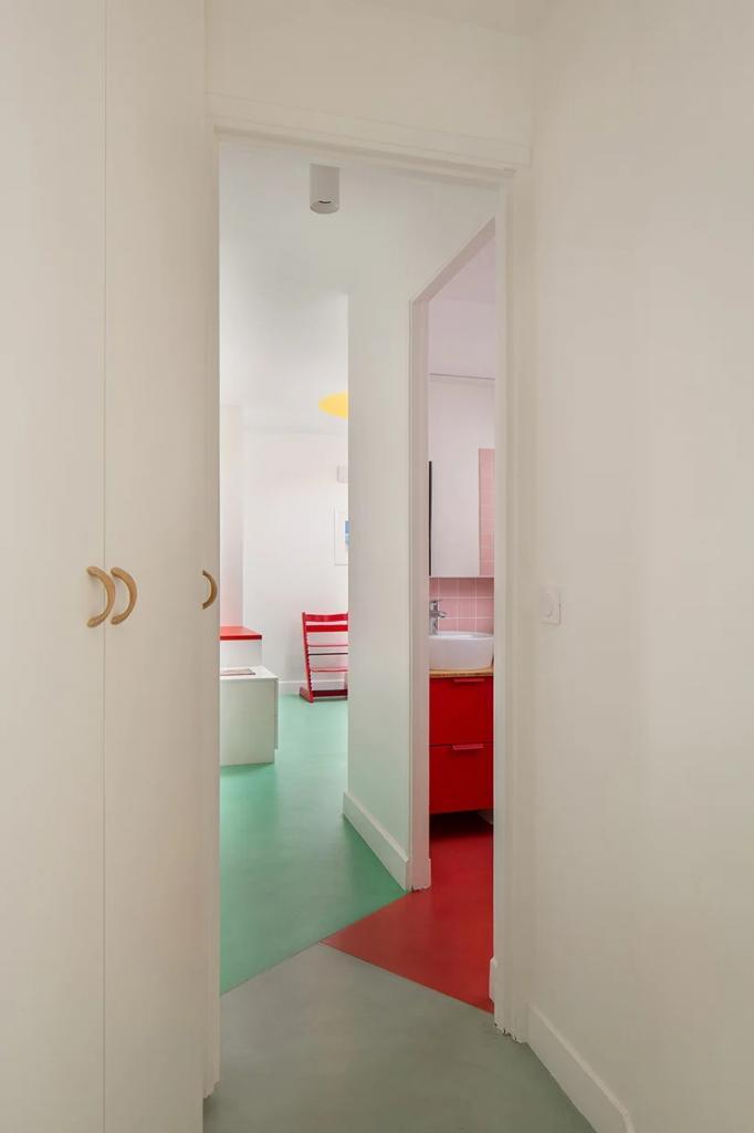 Дизайнеры превратили гараж в квартиру: ванная, кухня, спальни - всё есть