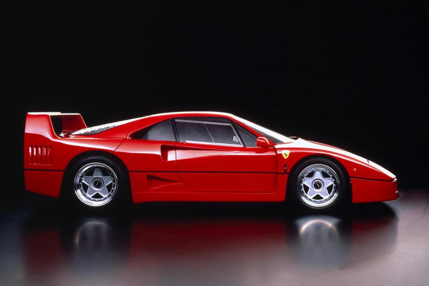 Ferrari может создать реинкарнацию модели F40: компания планирует появление уникального суперкара SP42