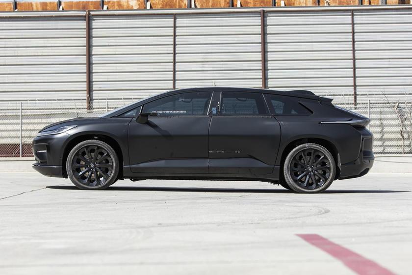 Он мог бы быть первым, а стал коллекционным: прототип Faraday Future FF91 побил рекорд Tesla, но выпущен не будет