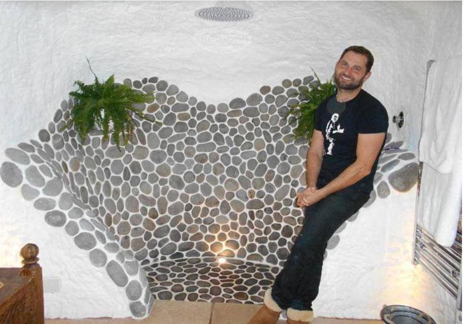 Мужчина превратил пещеру в дом своей мечты. Его жилье теперь лучше, чем у знаменитостей 23