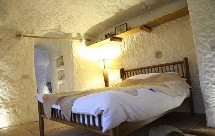 Мужчина превратил пещеру в дом своей мечты. Его жилье теперь лучше, чем у знаменитостей 22