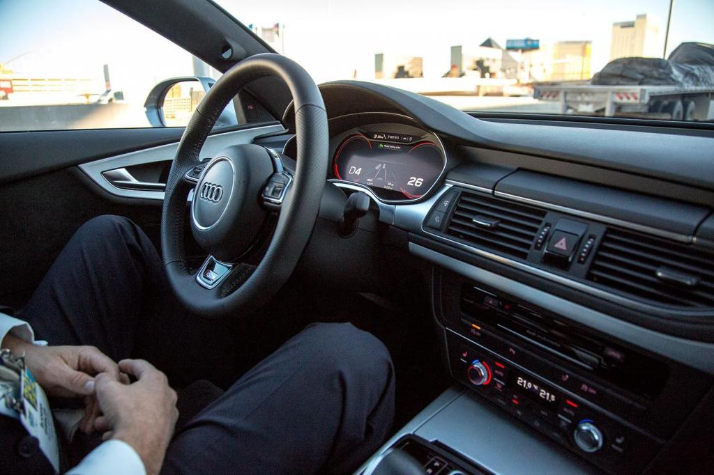 Игры и выкладывание фотографий в Сеть: свежие данные о том, чем занимаются водители и пассажиры в пробках