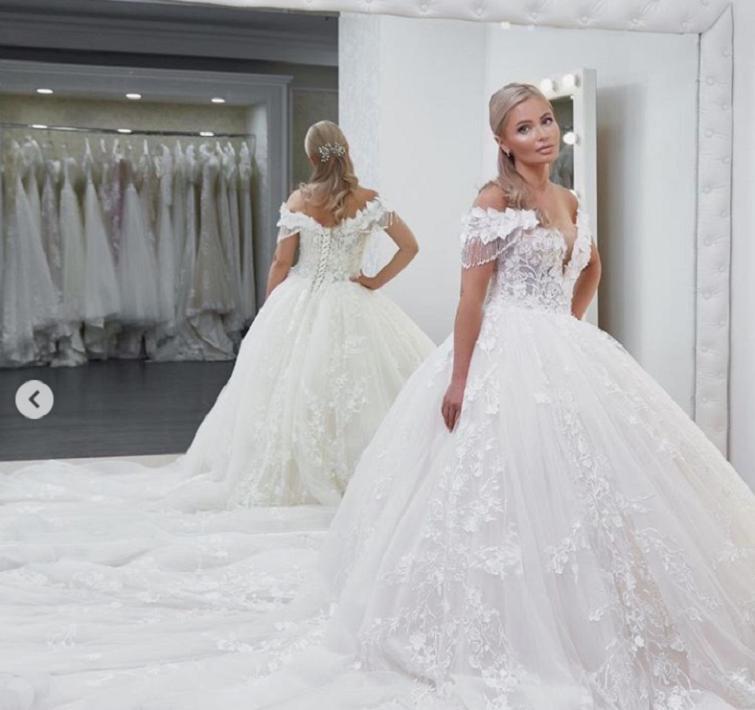 свадебное платье даны борисовой фото еще международный день