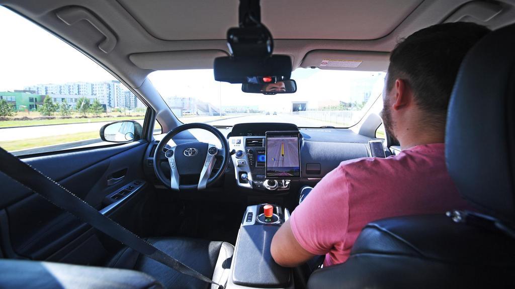 """""""Не соблюдают дистанцию, правила, создают помехи"""": беспилотным автомобилям выделят отдельную полосу на дорогах России"""
