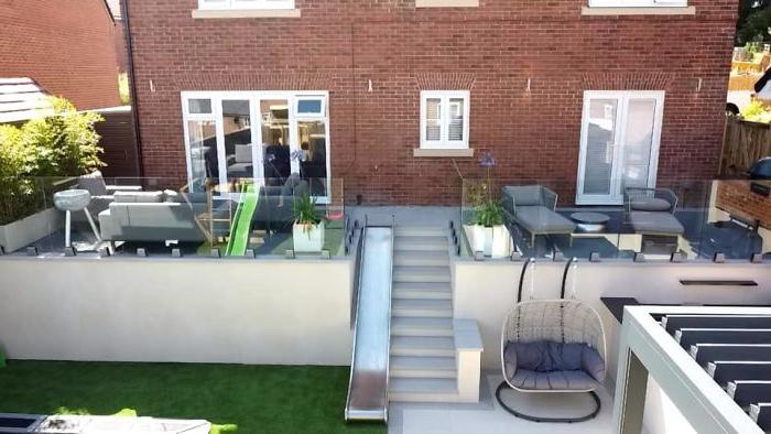 Семья переделала свой старый задний двор в шикарную площадку для детей с зоной отдыха и рестораном