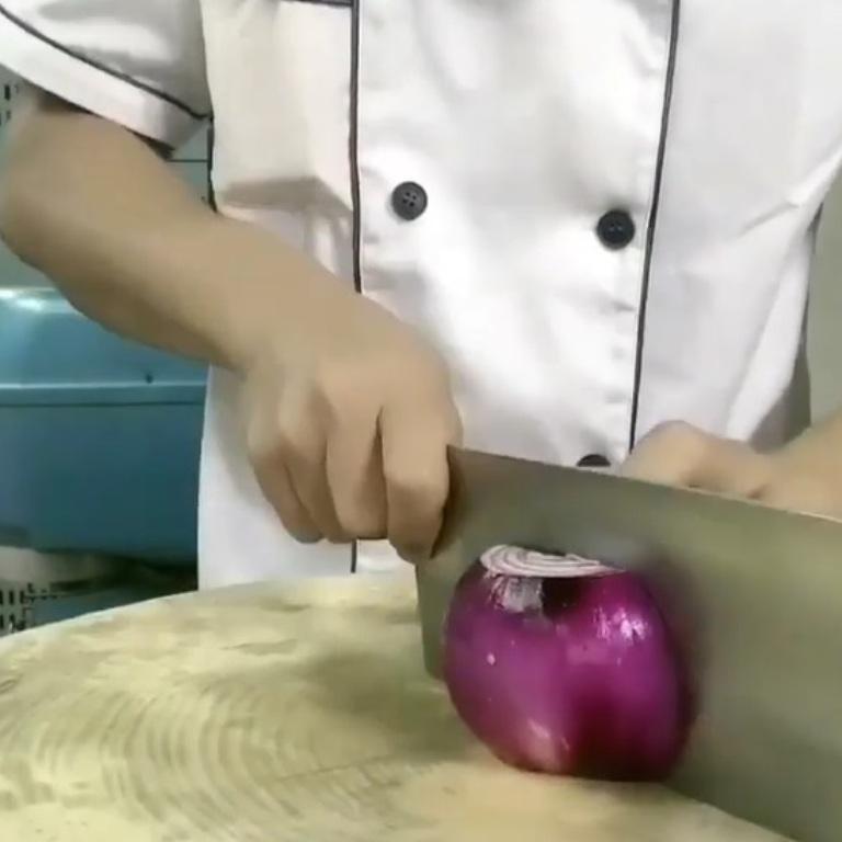 Мои дети едят лук, сами того не замечая, – все дело в способе нарезки: подсмотрела, как это делают в ресторане