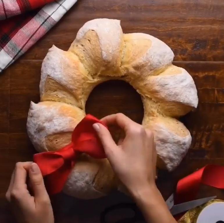 Перед тем как ставить пирог в духовку, беру в руки ножницы: фото