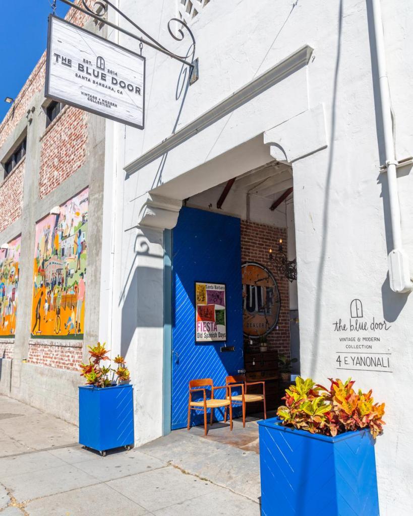 Шикарная Санта-Барбара для ее жителей - это хорошие магазины, красивые рестораны и уютные уголки города, которые они обожают
