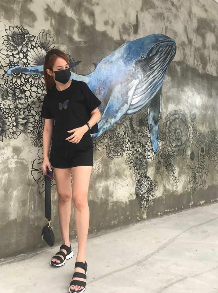 Каждый день маска другого цвета: девушка придумала, как выглядеть стильно в период пандемии