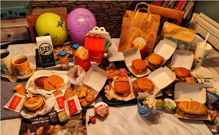 Папа сказал - папа сделал: мужчина воссоздает почти все меню McDonald's на спор во время карантина