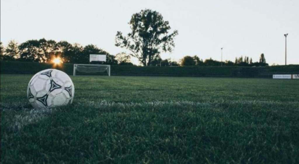 Отец и сын регулярно посещали футбольную тренировку по вторникам. Когда папа спросил, почему теперь на занятие ходят только они, сын дал смешной ответ