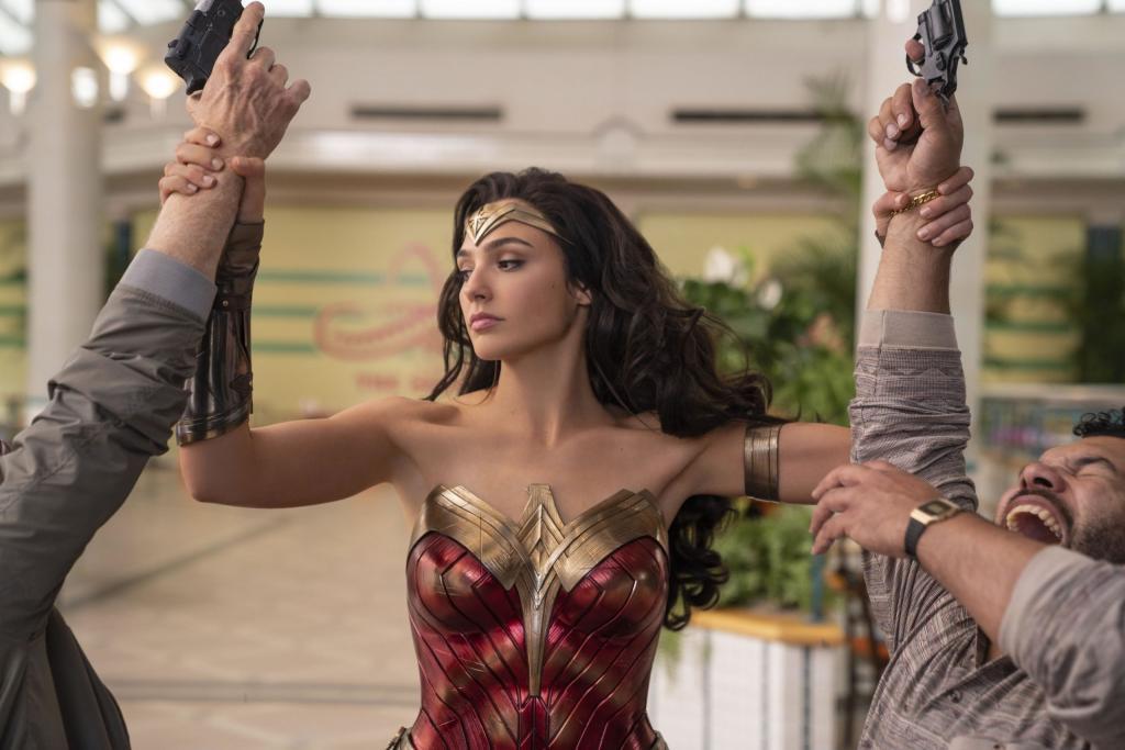 """Как стать суперхищницей: новый трейлер """"Чудо-женщины: 1984"""" проливает свет на то, как Кристен Уиг становится главным антагонистом долгожданного фэнтези"""