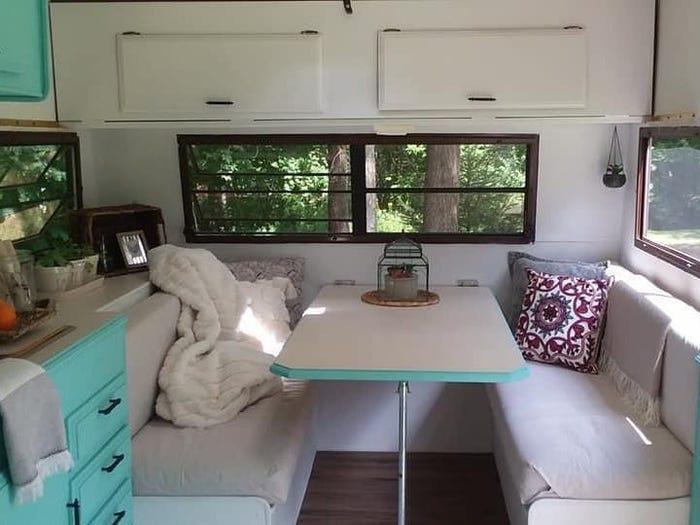 11-летняя девочка купила старый фургон за 400 долларов и превратила его в шикарный домик