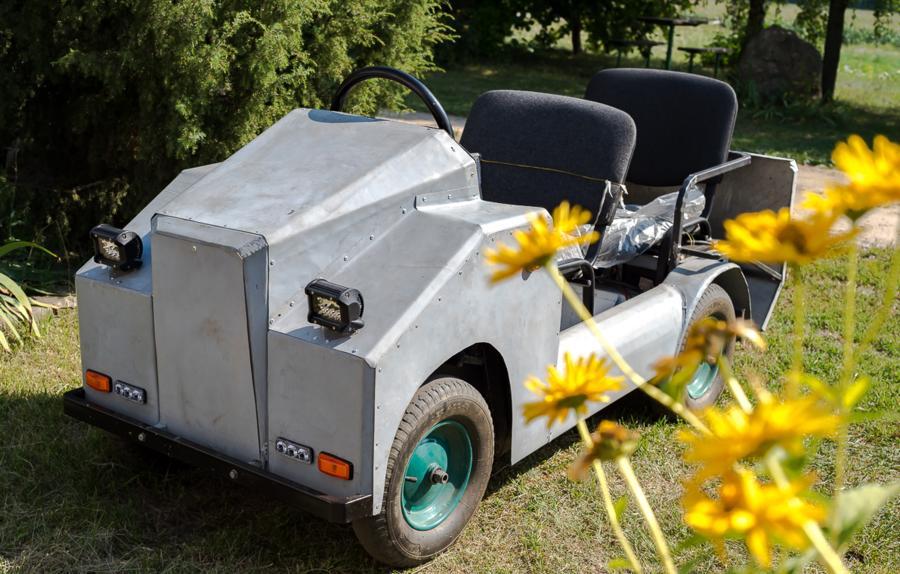 Пенсионер своими руками собрал электромобиль, чтобы ездить в магазин