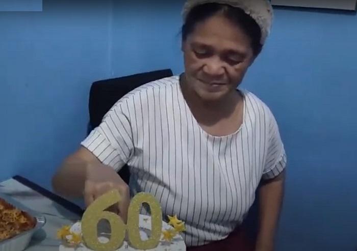 Женщине на 60-летие подарили необычный торт: такой начинки она не ожидала (видео)