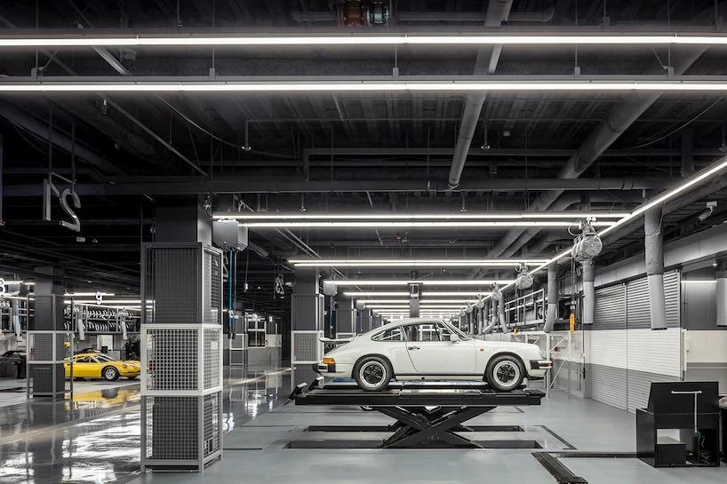 В Токио построили торговый центр, на парковке которого за машинами следят 29 камер. Видео поступает прямиком на смартфон владельцев