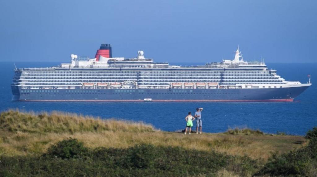 «Призрачный флот»: пустые круизные лайнеры без туристов и музыки барражируют у побережья Англии
