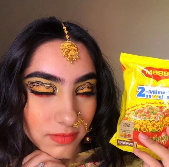 Интернет - это место для творчества: 20-летняя девушка попыталась соединить свой косметический опыт с продуктами питания