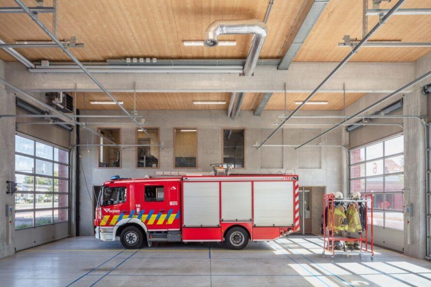 Дизайнеры из Нидерландов построили в Бельгии пожарную часть, которая работает на солнечных батареях. Здание быстро стало достопримечательностью города