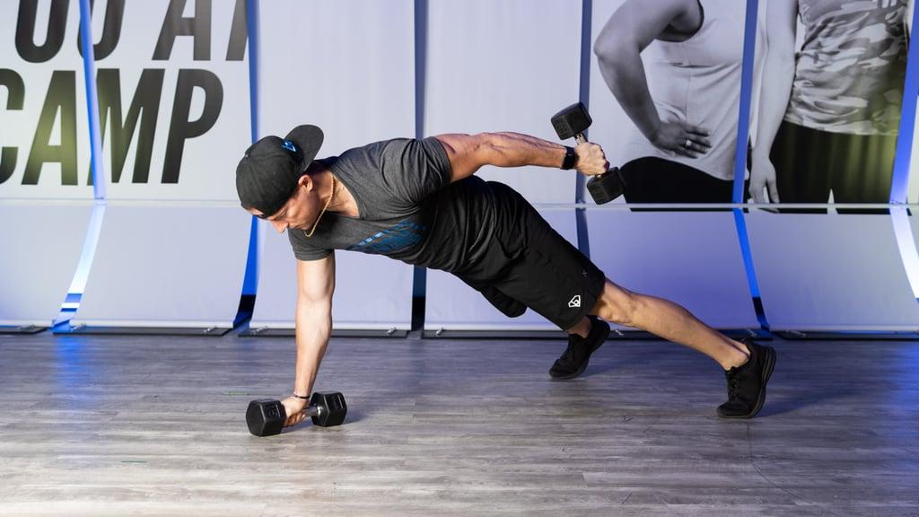 Тренер показал комплекс из 3 упражнений, направленных на трансформацию трицепса