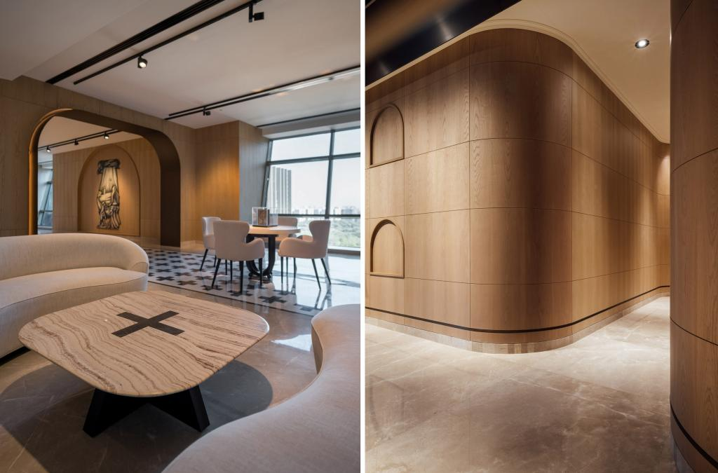 Архитектурная студия спроектировала интерьер для офиса фармацевтической компании с изогнутыми арками и сводчатыми потолками