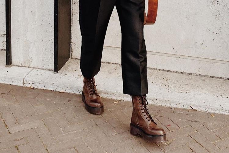 Армейские ботинки не только для мужчин: в сочетании с платьем или джинсами ваш образ может стать более заметным и эффектным