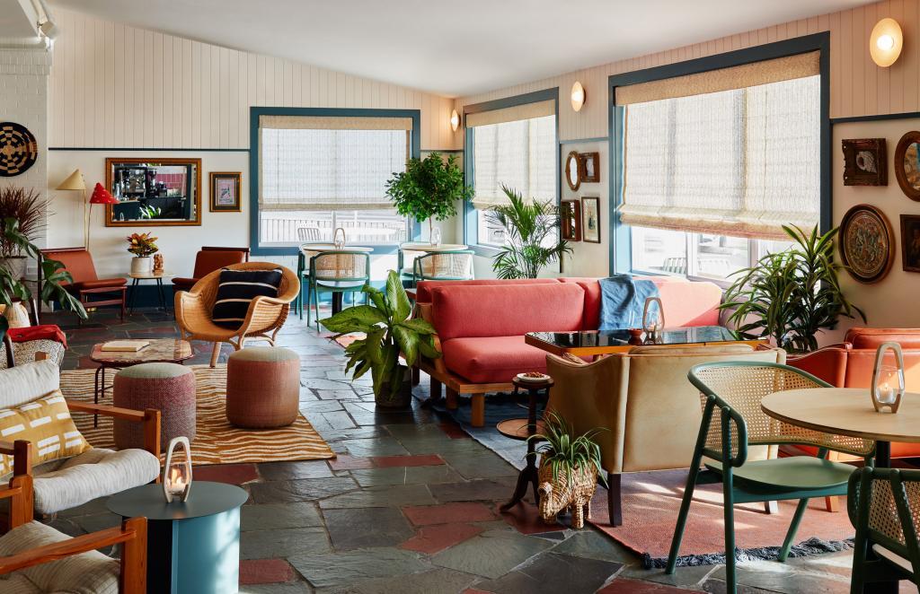Дизайн отеля сделали таким, чтобы гости чувствовали, будто они остановились у друзей