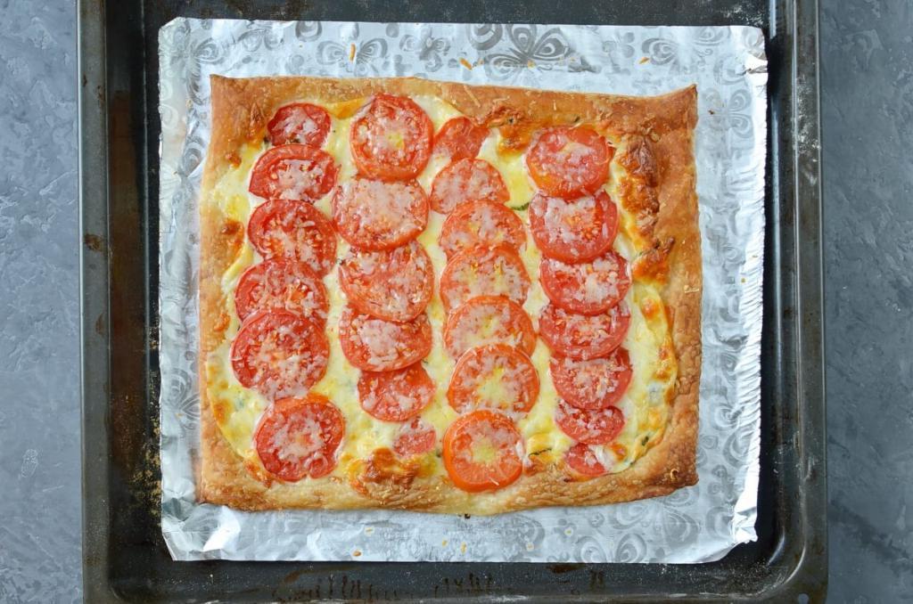 Вместо пиццы готовлю открытый пирог с томатами и тремя видами сыра. Вкусно, а времени трачу мало