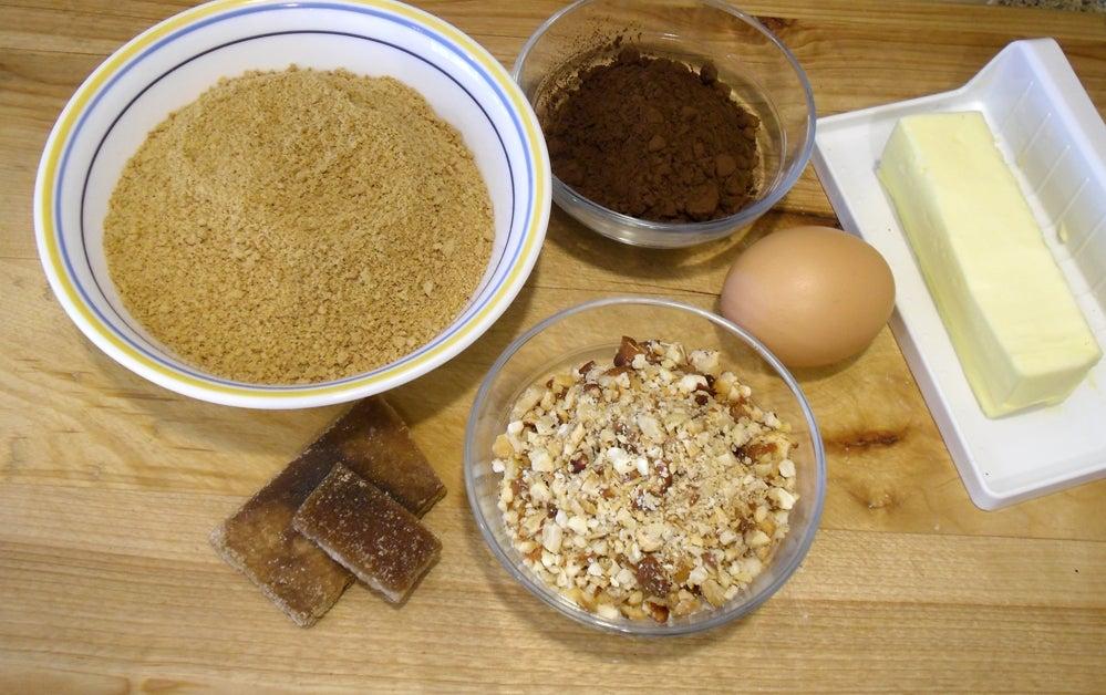 Шоколадные батончики с арахисовым маслом и грецкими орехами: не требуют выпекания, нужно всего лишь охладить