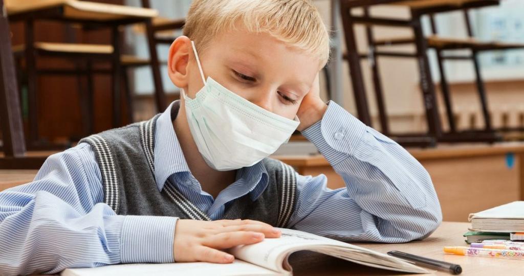 Учебный год в условиях пандемии: как родителю рассказать ребенку о коронавирусе и важности соблюдения правил профилактики