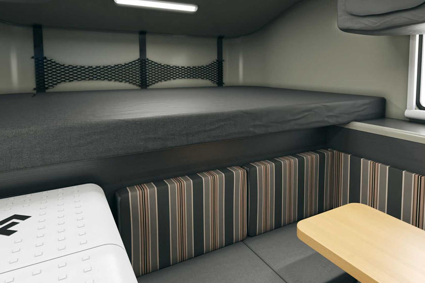 Мастер-класс по миниатюризации: кемпер Scout Kenai умещает кухню, ванную и 6 человек