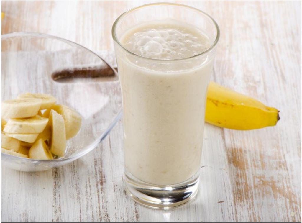 Придумала альтернативу обычному завтраку: готовлю детям банановый напиток