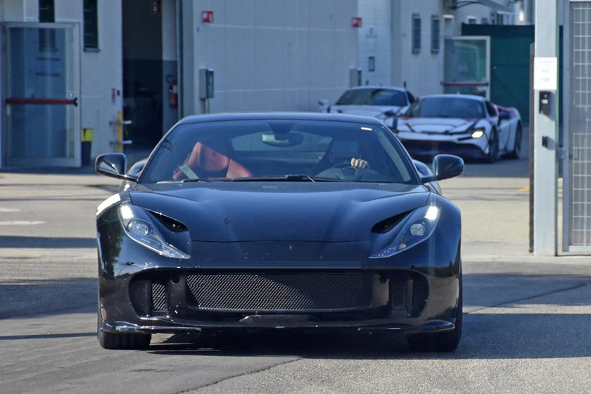 Ferrari поймали на тестировании хардкорного 812 GTO (фото)