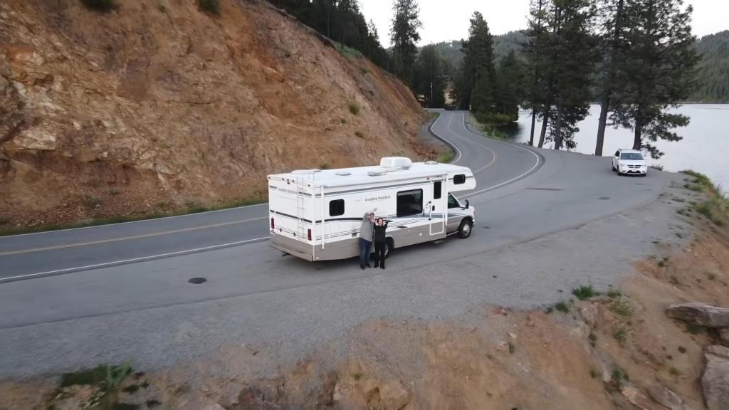 Два года на колесах: устав от огромных счетов, пара поменяла дом на 8-метровый фургон