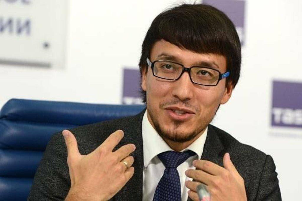 """""""Жена - известная чиновница"""" Откуда появился политолог Дмитрий Абзалов, его биография и личная жизнь"""