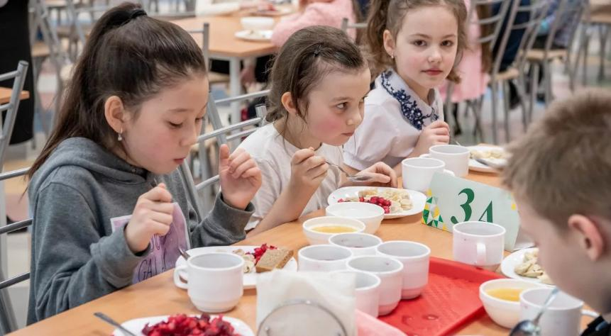 Каким будет рацион бесплатных обедов для школьников и как следить за ним онлайн