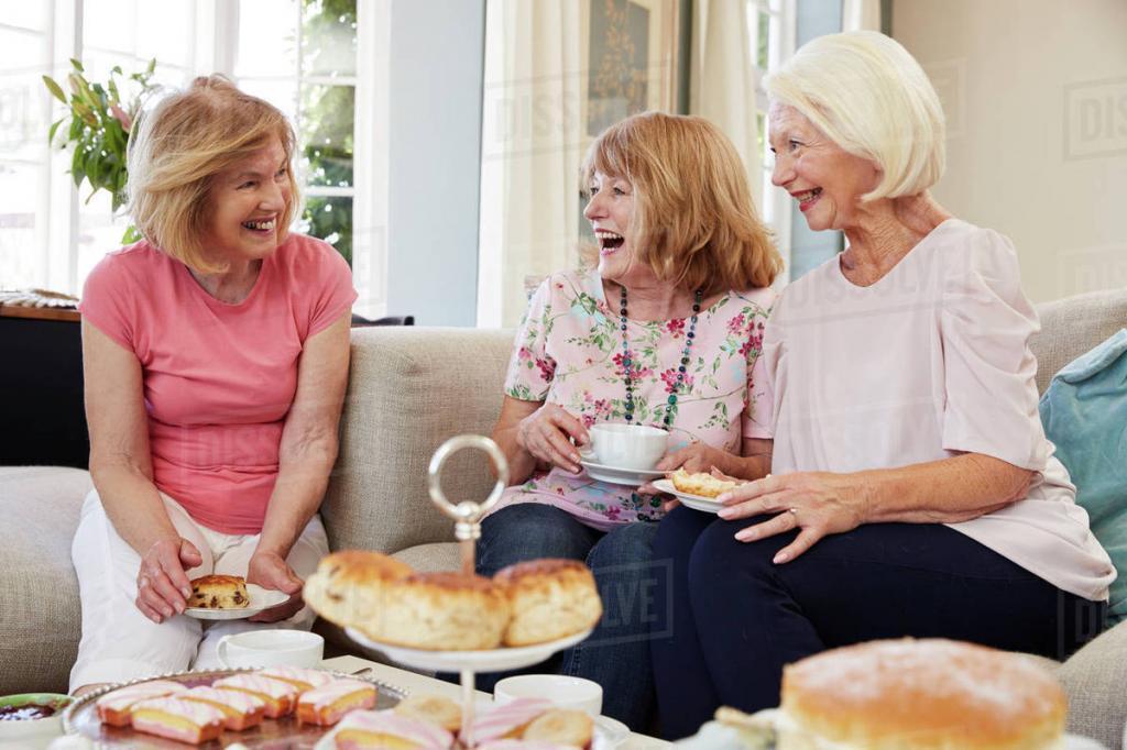 По осени надо менять имидж и ходить в гости, или что помогает побороть осеннюю астению