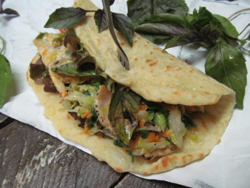 Наш семейный рецепт - швабские блины-лепешки. Подаются традиционно с салатом из капусты