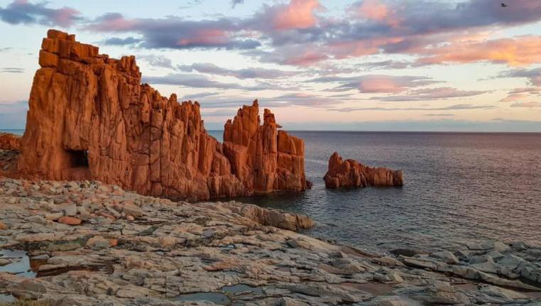 Божественные уголки Сардинии, пленяющие своей красотой: Коста-Смеральда, Ольястра, Кальяри для самостоятельного исследования