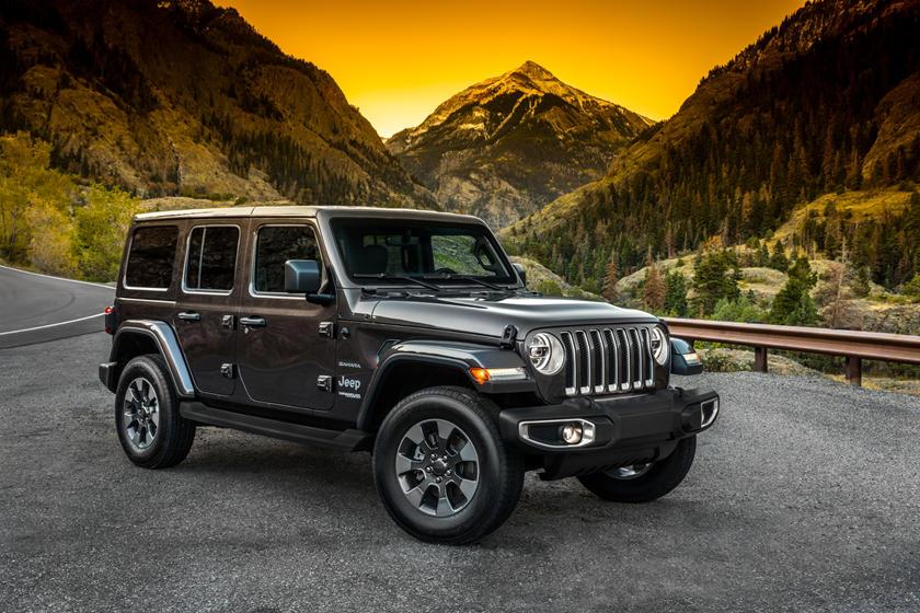 Осознавая приближающуюся конкуренцию: Jeep Wrangler обновился и получил две спецверсии