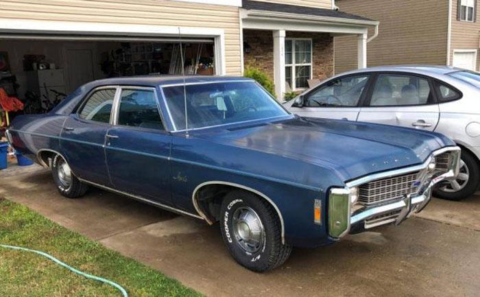 Chevrolet 1969 года 26 лет пылился в сарае: когда автомобиль выкатили, оказалось, что он почти в идеальном состоянии