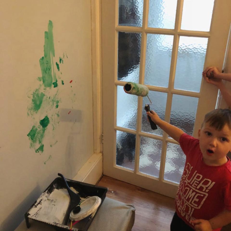 Ребенок-катастрофа: мама показала фото, как ее 3-летний сын получает жизненный опыт