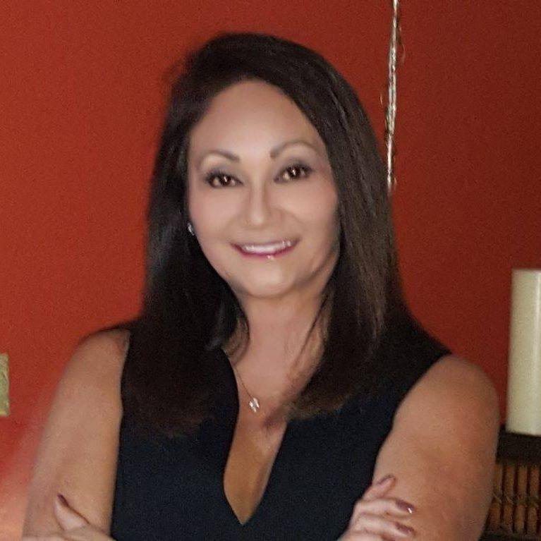 """""""Она ищет ту самую искорку в отношениях"""": американский семейный психолог Сара Кук Руггера рассказала, почему женщины изменяют"""