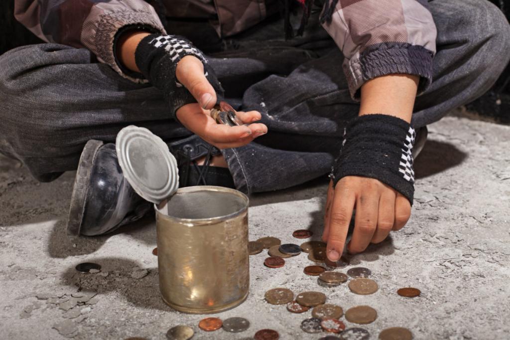 Бездомный попросил денег у девушки: она не дала, но осталась ему благодарна за урок доброты