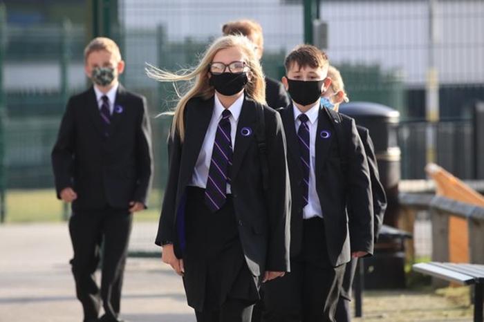 Ученые из Северной Ирландии выявили 2 новых симптома коронавируса у детей школьного возраста