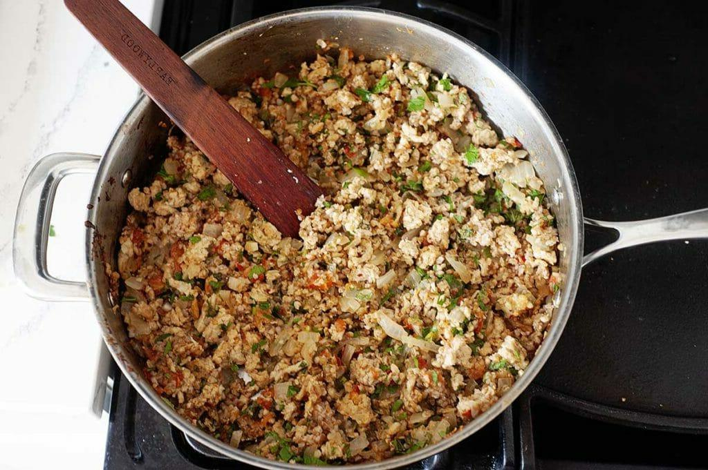 Перцы теперь фарширую только так: вместо риса кладу булгур, а сметану заменяю йогуртом